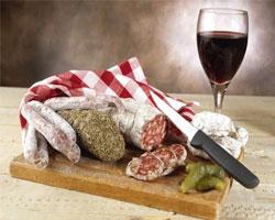 Вино, сало и обезжиренные кисломолочные продукты – шанс продлить себе жизнь