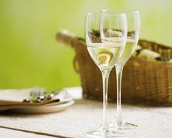 Чем «заедать» популярные белые вина?
