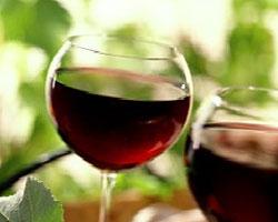 Можно избавиться от тяги к сладкому с помощью красного вина