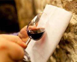 Вино и шампанское будут рекламировать в Интернете